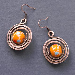 купить медные серьги украшения с бусинами лэмпворк оранжевые