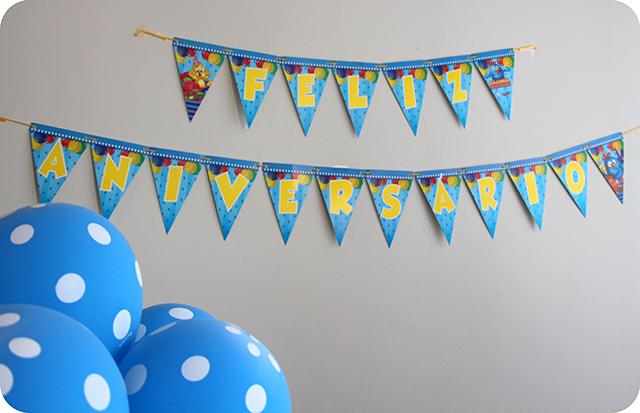 Festa com a Turma da Galinha Pintadinha : Faixa de Feliz Aniversário