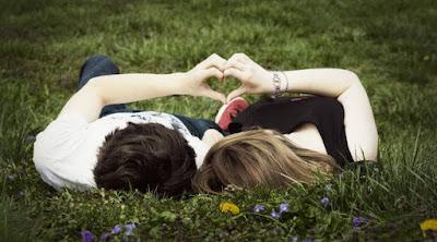 كيف تجد شريك حياتك المناسب  رجل امرأة فتاة علاقة حب قلب يد heart shape hand man woman love