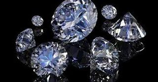 Φτερά έκαναν διαμάντια αξίας 200 χιλιάδων ευρώ έξω από αρτοποιείο στη Λάρνακα