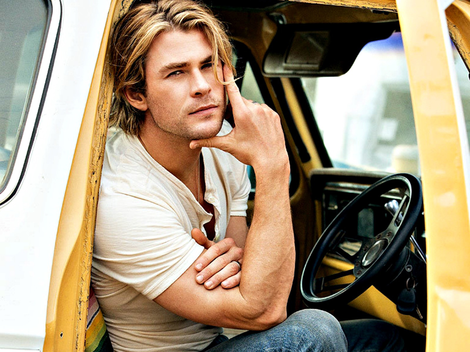 Chris Hemsworth High Definition Picture