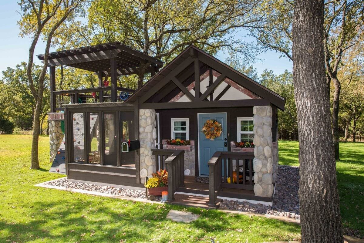 09-In-the-Garden-GDB-Architecture-Tiny-House-Playhouse-www-designstack-co