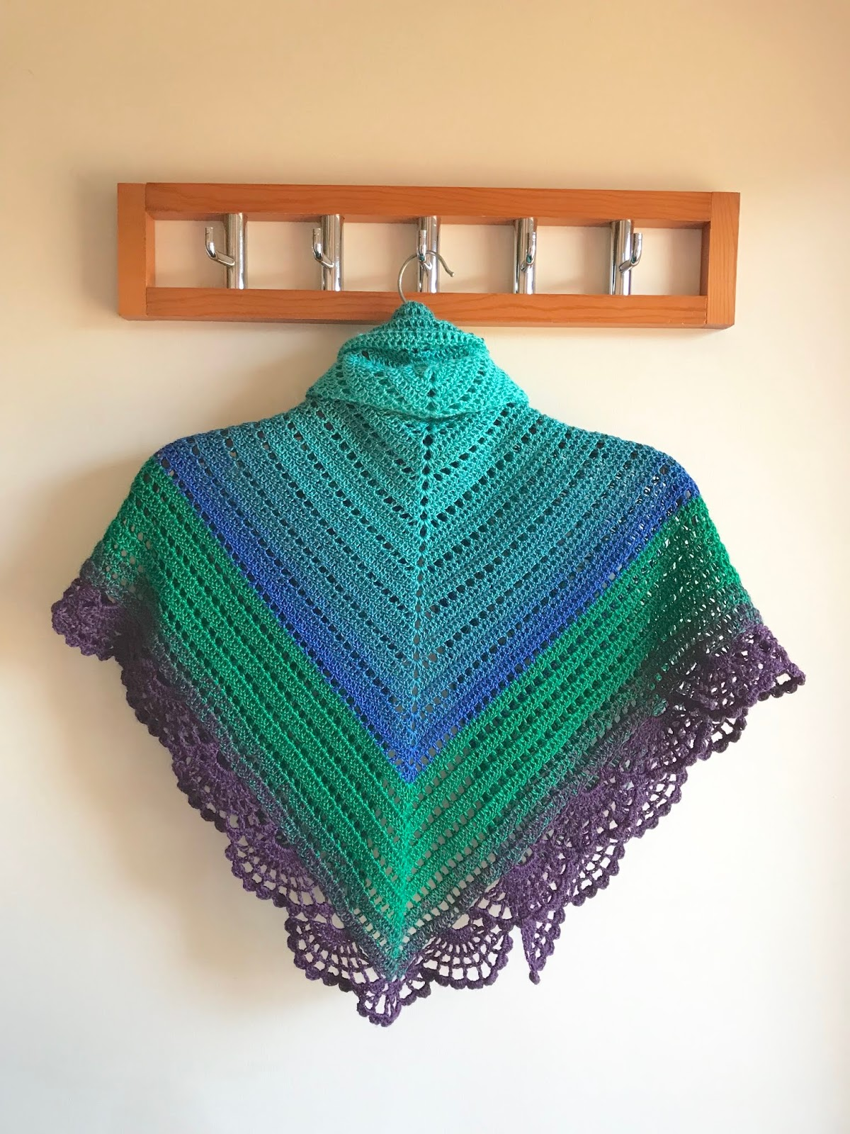 The Peafowl Feathers Shawl FREE pattern release