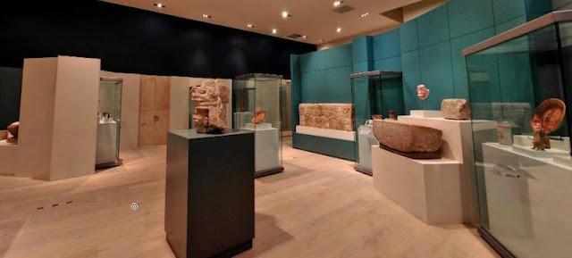 Conheça o incrível Museu Maia em Cancún que preserva toda a história mexicana. Muitos sabem que a cidade de Cancún é uma das mais queridinhas dos turistas por possuir belíssimas praias e paisagens. O que muitos não sabem é que a região da península Yucatan em que ela está inserida foi considerada o coração do poderoso império maia. Por isso, Cancún contém muitas tradições e resquícios da história maia e muitas destas estão a mostra no Museu Maia em Cancún. Este museu foi inaugurado em 2012 e possui três amplos espaços moderno que exibem cerca de 350 objetos maias. Descubra a cultura e as tradições desta antiga civilização incluindo o Museu Maia em seu roteiro do que fazer em Cancún.  Museu Maia em Cancún no México  Conhecendo o Museu Maia de Cancún  Conheça o incrível Museu Maia em Cancún que preserva toda a história mexicana. Muitos sabem que a cidade de Cancún é uma das mais queridinhas dos turistas por possuir belíssimas praias e paisagens. O que muitos não sabem é que a região da península Yucatan em que ela está inserida foi considerada o coração do poderoso império maia. Por isso, Cancún contém muitas tradições e resquícios da história maia e muitas destas estão a mostra no Museu Maia em Cancún. Este museu foi inaugurado em 2012 e possui três amplos espaços moderno que exibem cerca de 350 objetos maias. Descubra a cultura e as tradições desta antiga civilização incluindo o Museu Maia em seu roteiro do que fazer em Cancún.  Museu Maia em Cancún no México  Conhecendo o Museu Maia de Cancún