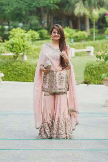 21 Trendy Indian Engagement Outfit Ideas