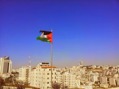 الشاعر الفلسطيني عمر خليل عمر في ذمة الله