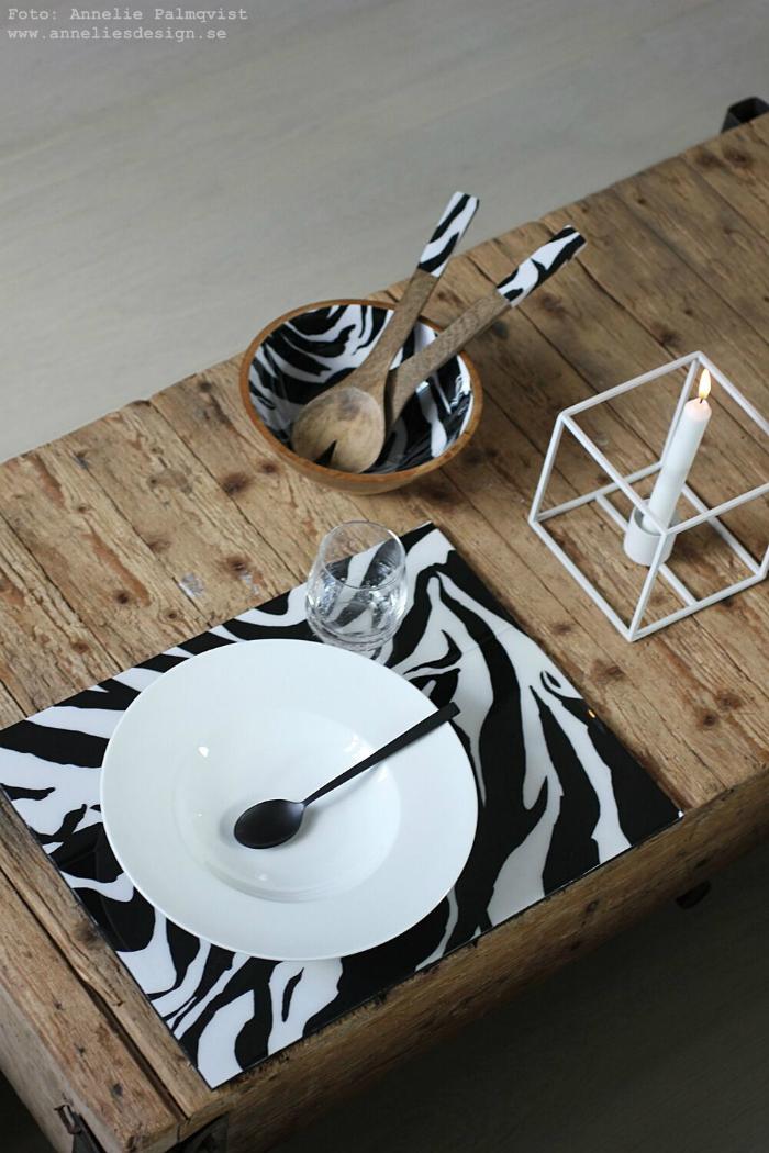 annelies design, webbutik, webshop, nätbutikm inredning, dekoration, presentbutik, varberg, zebra, serie zebramönster, tallrik, tallrikar, skål, salladsbestick, tallriksunderlägg, underlägg,