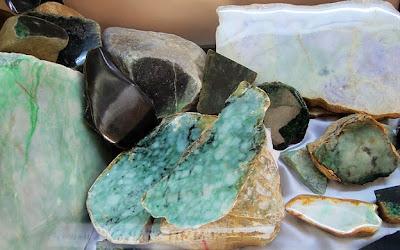 selling jadeite in Yangon