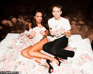 Billion $$$ Girl: Tamara Ecclestone rolls around naked in a bed full of £1million - that she just happened to have lying around! 3