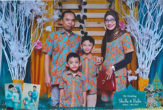 5 Keunggulan Batik Tulis Pada Model Batik Couple yang Dikenakan