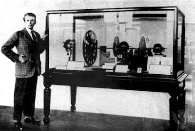 http://www.abadiadigital.com/el-nacimiento-de-la-television-1884-1939/