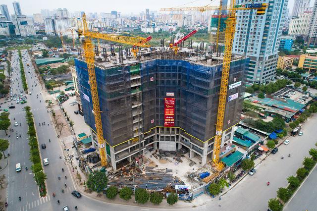 Golden Park Tower tọa lạc tại ngã tư Dương Đình Nghệ, Phạm Văn Bạch.