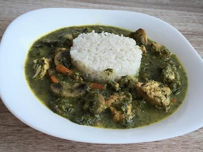 Curry z kurczakiem, szpinakiem i pieczarkami