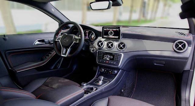 Nội thất Mercedes AMG GLA 45 4MATIC 2017 được thiết kế thể thao, mạnh mẽ