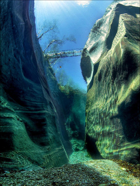 Sungai+Terjernih+Di+Dunia+(9).jpg