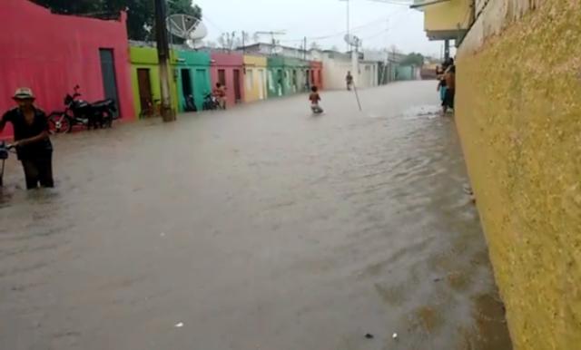 Chuvas em Goiana e região deixa vários pontos de alagamentos.