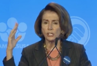 Pelosi Breakdown? Repeats Words, Tells Audience To Clap, Kasich 'Gov Of Illinois'