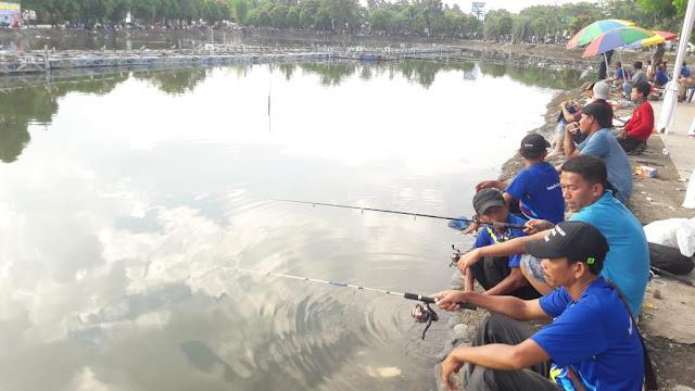 Fisheries Festival Muara Enim Bertabur Hadiah