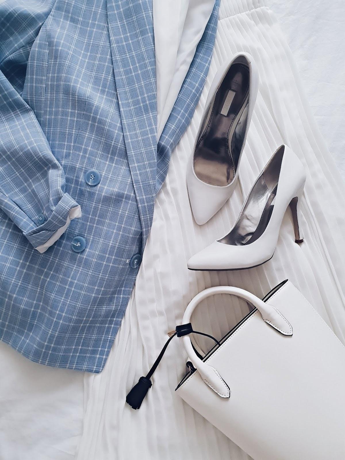 Checked blazer & pleated midi czyli plisy,  krata i białe szpilki