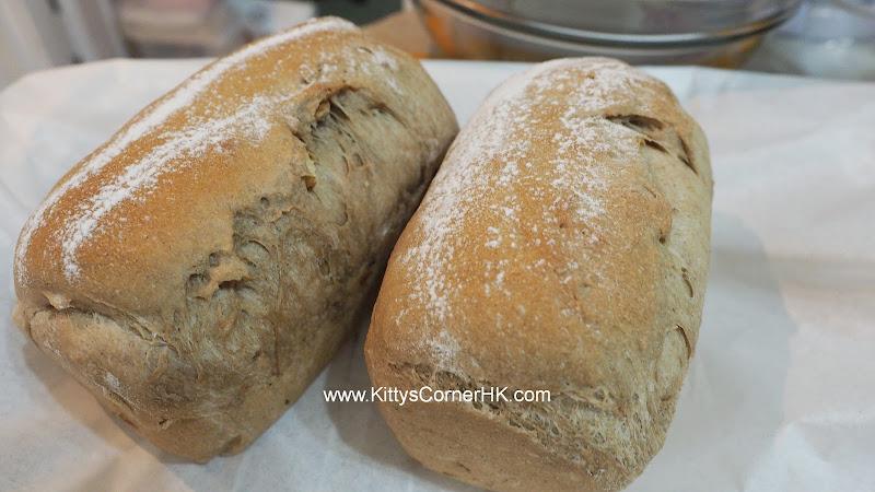 Dark Brown Sugar Dark Malt Bread with Fig and Walnut DIY recipe 黑糖黑麥芽無花果核桃包子麵包 自家烘焙食譜