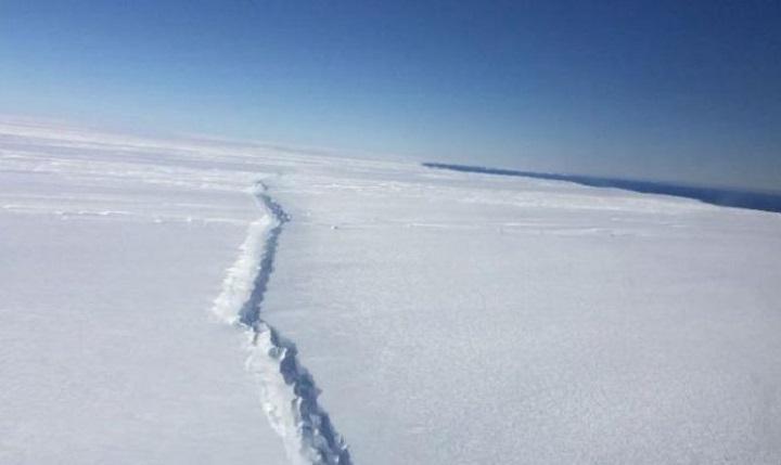 Ο απόλυτος τρόμος: Ο γίγαντας των πάγων άρχισε να λιώνει