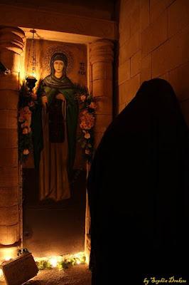 εορτή της Αγίας Φιλοθέης της Αθηναίας, στην γυναικεία Ιερά Μονή Αγίου Νεκταρίου και Αγίου Φανουρίου Τρίκορφου Φωκίδος.