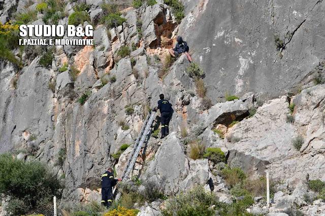 Επιχείρηση της πυροσβεστικής για τον απεγκλωβισμό αναρριχητή στο Ναύπλιο