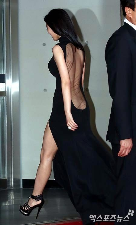 Actress Kang Hanna (강한나) at the 18th Busan ​​International Film Festival (BIFF 2013) with back of her dress sexily exposed