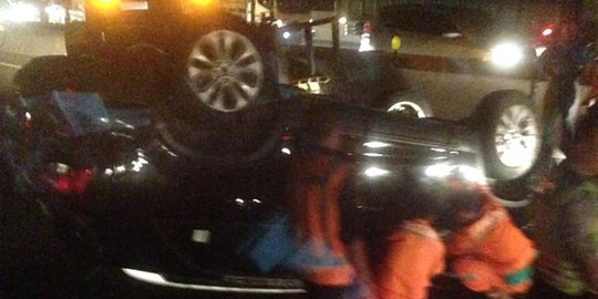 Mobil KIA Terbalik Di Tol Cipularang, Arah Bandung Macet