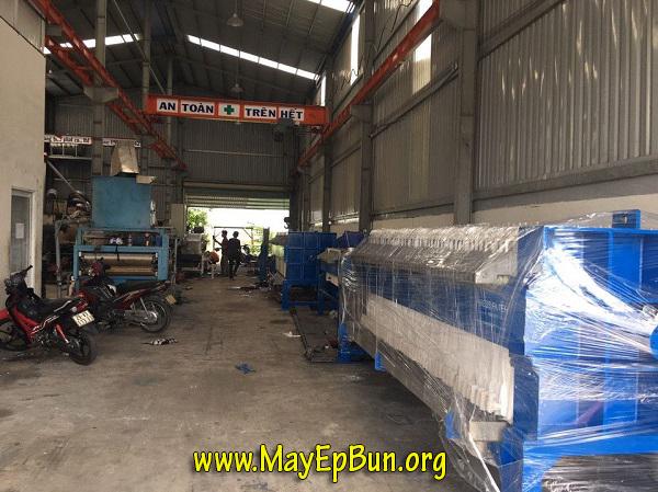 Xưởng sản xuất máy ép bùn khung bản Việt Nam với một số máy đã hoàn thiện chuẩn bị bàn giao