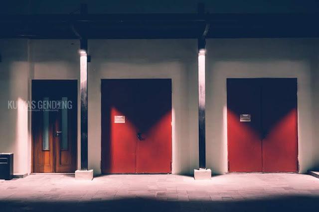 foto pintu pabrik de colomadu