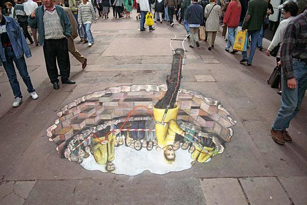 Yer altındaki bir dünyadan inen bir adamı gösteren kaldırım sanatı resmi