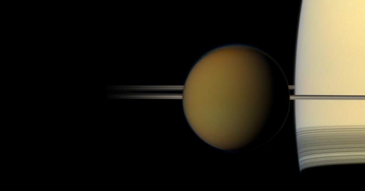 Cassini spia una nube impossibile nei cieli di Titano