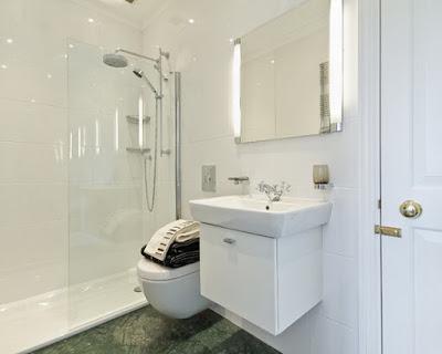 Nên sử dụng phòng tắm đứng cho không gian hẹp
