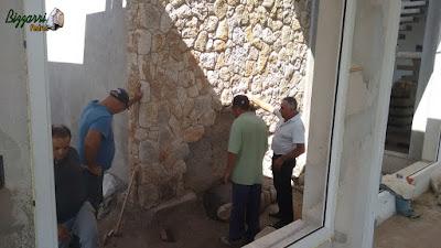 Dia 16 de setembro de 2016, Bizzarri visitando e orientando na construção da obra onde estamos executando o lago de carpas com a cascata de pedra com pedra do rio, parede de pedra moledo em jardim de inverno na residência em condomínio em Atibaia-SP.