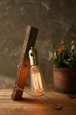Diseño de lampara con objetos reciclados.