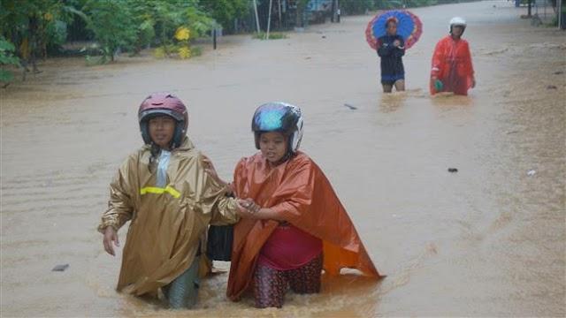 Cyclone kills 19 on Indonesian island of Java