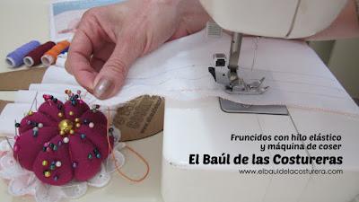 fruncido con hilo elástico para ropa estirar los hilos mientras se cose