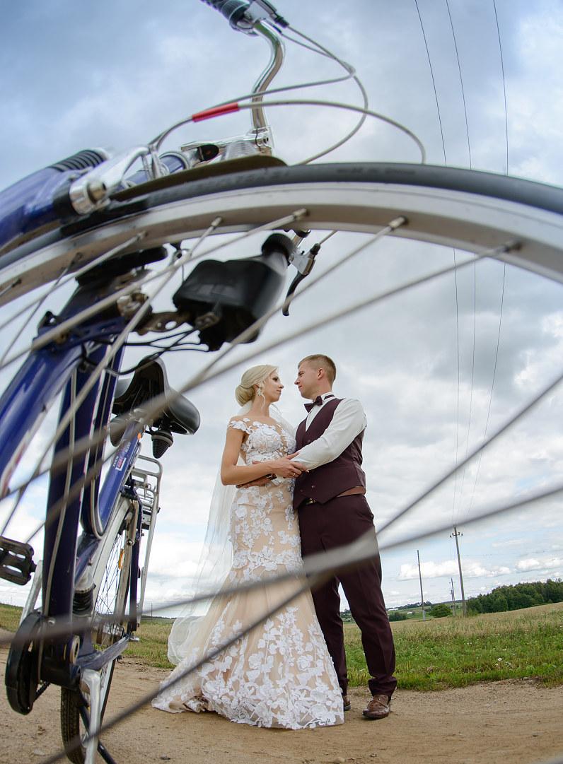 vestuvinės nuotraukos su dviračiu