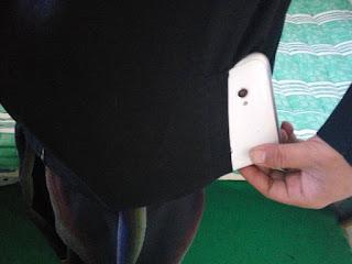Smartphone tidak muat di saku