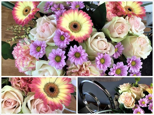 Kollasj av vakre blomster - borddekking