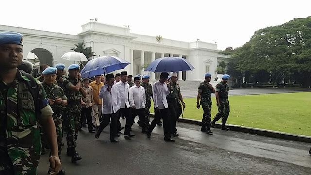 Jokowi Tiba di Monas Saat Azan Berkumandang, Massa 2 Desember Berdiri