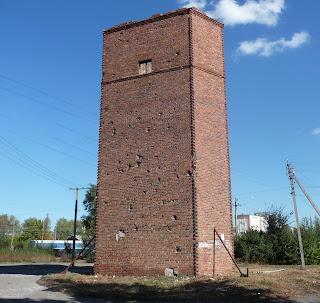 Межевая. Старая водонапорная башня на железнодорожной станции со следами фашистских обстрелов