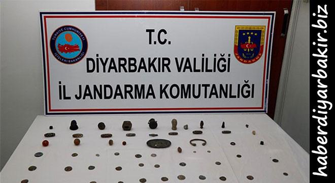 Diyarbakır'da tarihi eserleri satmaya çalışırken yakalandılar