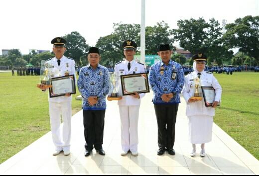 Walikota Binjai Serahkan Penghargaan Kecamatan Terbaik