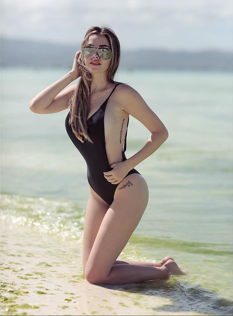 daiana menezes sexy one-peice bikini pics 02