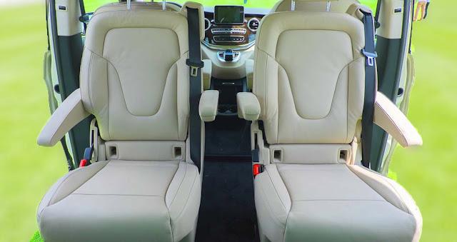 Băng giữa Mercedes V220 d Avantgarde 2019 được thiết kế 2 ghế ngồi độc lập rất rộng rãi, thoải mái