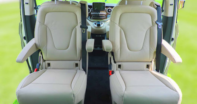 Băng giữa Mercedes V220 d Avantgarde 2018 được thiết kế 2 ghế ngồi độc lập rất rộng rãi, thoải mái