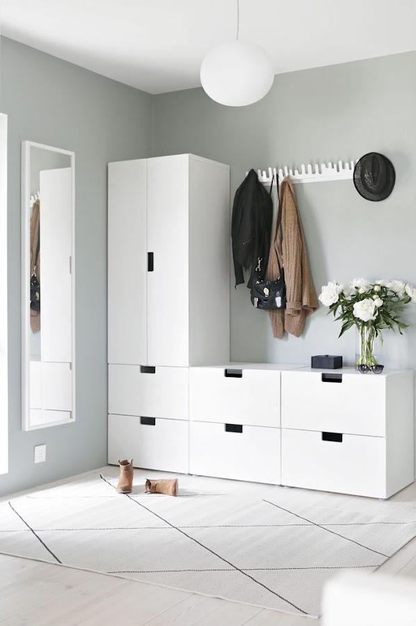 reforma sin obras de un hall con almacenamiento de Ikea stuva