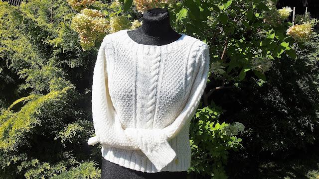 Sweterek do ślubu w kolorze śmietanowej bieli